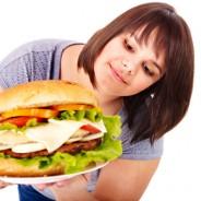 El cerebro de las personas obesas reacciona más a la comida que al dinero